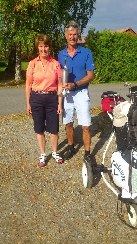 Årets Golfere ØSG. Lisbeth Hauger og Ola Bøe.