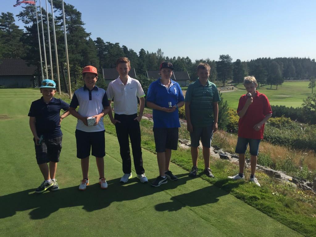 Gruppe gutter 13 til 15 år. Vinner Philip Sinddahlsen fra Gamle Fredrikstad Golfklubb.