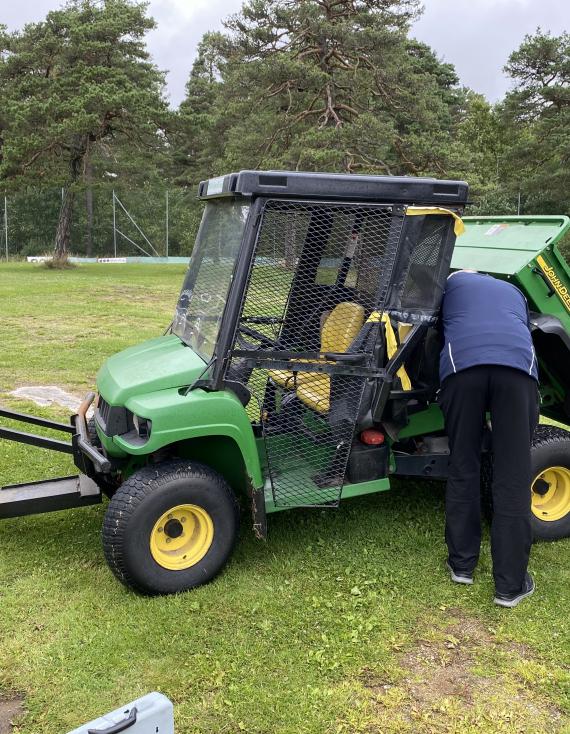 Traktor til drivingrange!